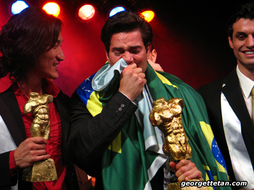 REAL MEN CRY: Alan Bianco Martini Malgioglio of Brazil has a teary moment after winning the Mister International 2007 title in Kuching. (© Georgette Tan, 2006)